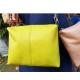 Sac de créateur Andora cuir jaune reflets vert citron rétro forme cubique original