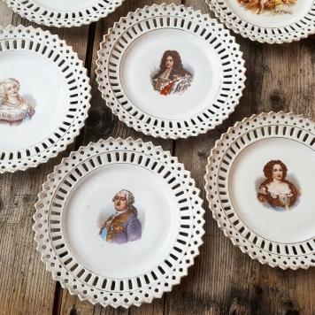 Assiettes originales en dentelle ajourée effigie rois, reines et anges vintage