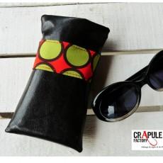 """Etui à lunettes  """"Cap'taine"""" acidulé  pomme rougefond noir  et bande verte pistache simili cuir. Doublure  Molletonée"""