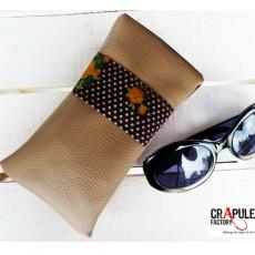 """Etui à lunettes  """"Cap'taine"""" vintage cuir synthétique marron bande orange à gros pois - Molletonée"""